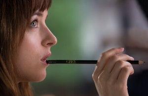 50 Sombras - Anastasia con su lápiz